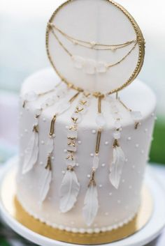 Wedding boho cake inspiration Ideas for 2019 Pretty Cakes, Beautiful Cakes, Amazing Cakes, Baby Shower Desserts, Baby Shower Cakes, Shower Baby, Dream Catcher Cake, Bohemian Cake, Garden Baby Showers