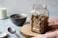 Click to see the recipe for the best healthy sugar-free granola! Healthy Banana Bread, Healthy Sugar, Sugar Free Granola, English Food, Toasted Coconut, Perfect Breakfast, Dark Chocolate Chips, Plate, Recipes