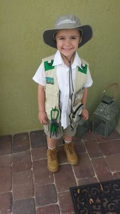 Homemade diy paleontologist costume outfit for my dinosaur lover. Perfect for Jurassic World movie lover.
