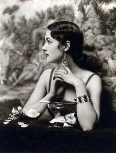 Ziegfeld beauty Photo by Alfred Cheney Johnston