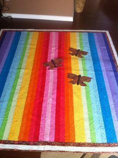 MY rainbow quilt with appliqués of butterflies Rainbow Quilt, December 2013, Butterflies, Sewing Projects, Quilting, Contemporary, Rugs, Home Decor, Farmhouse Rugs