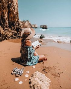 Discovered by Iza. Find images and videos about girl, summer and beach on We Heart It - the app to get lost in what you love. Beach Pictures, Cool Pictures, Beach Photography, Fashion Photography, Portrait Photography, Holiday Pictures, Beach Girls, Zara Women, Trousers Women