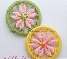 tik2chidori_yoko Crochet Buttons, Diy Buttons, Button Art, Button Crafts, God's Eye Craft, Diy Dream Catcher Tutorial, Dorset Buttons, Fabric Flower Brooch, Fabric Embellishment