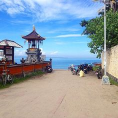 An early international Skype followed by a morning walk and swim ... Love this place! #BaliLife N U T R I T I O N + H E A L T H  Coaching, Education & Workshops. E : info@wellsome.com W : www.wellsome.com  #Healthy #Wellsome #JemaLee #Nutrition #HealthIsWealth #Travel #Bali #Asia #SeeTheWorld #HealthyTraveller #GlutenFreeLiving #Explore #Adventure #Canggu #BeachLife #Bikini #BossGirl #IIN #HealthCoach #Beach