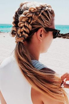 Cute And Easy Beach Hairstyles For The Summer Cute And Easy Beach Hairstyles For The Summer More from my site 100 cute easy summer hairstyles for long hair Even if the summer is gone this beach waves hairstyle ghd Easy Beach Hairstyles, Hairstyles With Bangs, Trendy Hairstyles, Girl Hairstyles, Braided Hairstyles, Modern Haircuts, Hairstyle Ideas, Wedding Hairstyles, Hair Ideas