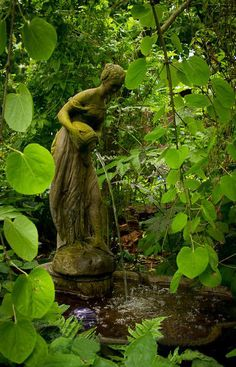 Why You Should Invest In Simple Water Features For Your Home Garden – Pool Landscape Ideas Dream Garden, Garden Art, Garden Design, Garden Whimsy, Garden Junk, Landscape Design, Design Fonte, The Secret Garden, Secret Gardens