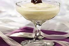 Try this easy White Chocolate Mousse recipe for a fun night in. A spoonful of this White Chocolate Mousse recipe is like a dip into a whipped cream cloud. White Chocolate Mousse, Chocolate Mousse Recipe, Chocolate Flavors, Custard Desserts, Delicious Desserts, Cold Desserts, Pudding Desserts, Pudding Recipes, Heavenly Dessert Recipe