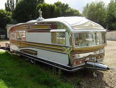 46 Super Ideas Small Campers For Sale Trailers Vintage Travel Small Camper Trailers, Retro Caravan, Camper Caravan, Vintage Campers Trailers, Vintage Caravans, Truck Camper, Classic Trailers, Camp Trailers, Diy Camper