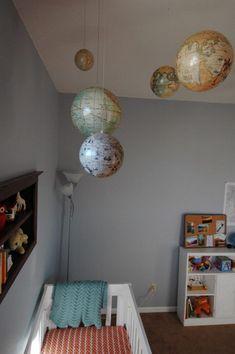 Dormitorio infantil con Globos terráqueos