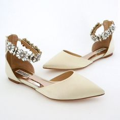 How fabulous are these bridal flats for your wedding day? Pretty fabulous in our opinion. Badgley Mischka ~ Morgen Ivory Wedding Flats #weddingshoes