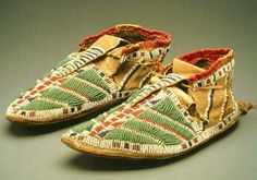 NativeTech: Native American Varieties of Moccasins - Sioux Native American Moccasins, Native American Clothing, Native American Regalia, Native American Artifacts, Native American Beadwork, Native American History, Sioux, Mocassins Boots, Native Wears