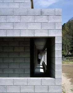 Concrete Blocks in Architecture: How to Build With This Modular and Low-Cost Material,Silent house / Takao Shiotsuka Atelier. Concrete Block Walls, Concrete Houses, Cinder Block House, Silent House, Bunker Home, Building Renovation, House With Porch, House Layouts, Outdoor Life