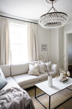 6 Dos and Don'ts of living room remodeling Farrow And Ball Living Room, New Living Room, Home Living, Living Room Bedroom, Living Room Furniture, Rustic Furniture, Antique Furniture, Furniture Logo, Small Living