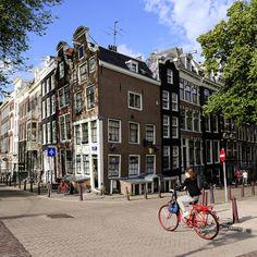 Visita los Paises Bajos a golpe de pedal. #holanda Turismo Europeo Es el país con mayor densidad de bicicletas del mundo y es que, en Holanda, la bici es todo un imprescindible para sus habitantes.  www.turismoeuropeo.es