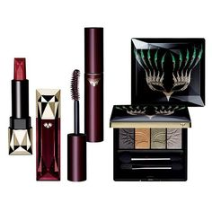 With this limited-edition Bal Masqué makeup set from Clé de Peau, she'll be all set for holiday parties and special occasions. The gift includes Extra Rich Lipstick in Red, Perfect Lash Mascara in Bordeaux and an eyeshadow quad with shimmering winter shades.