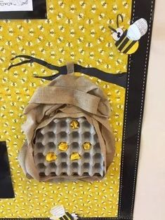 45 brilliant diy classroom decoration ideas & themes to inspire you 39 ~ Design . - 45 brilliant diy classroom decoration ideas & themes to inspire you 39 ~ Design And Decoration - Bee Crafts, Preschool Crafts, Crafts For Kids, Arts And Crafts, Paper Crafts, Decoration Creche, Bee Activities, Diy Classroom Decorations, Bee Party