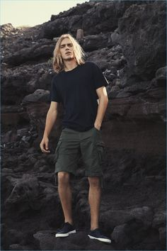 Cole Mohr reunites with Jack & Jones for its summer 2017 campaign. The American model joins Ton Heukels for the outdoors shoot. The pair heads to the beach for a casual style outing. Photographer Polina Vinogradova comes together with stylist Stephanie Loa for the occasion. Here, Vinogradova captures a sun-kissed shoot with a relaxed attitude.... [Read More]
