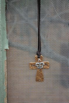 (http://www.dangchicks.com/product/new-arrivals/faith-cross-necklace/)