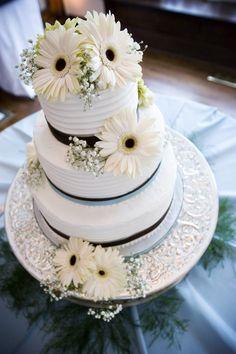 Nashville Garden Wedding Venue | CJ's Off the Square | Ripple Wedding Cakes - Photo: Inara Studios