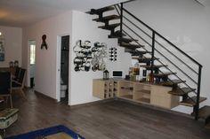 Casa en Playa del Carmen, México. Esta acogedora, elegante y moderna casa de 2 pisos que cuenta con 2 habitaciones y 2.5 baños es perfecto para amigos y reuniones familiares de hasta 6 personas. Confortablemente equipada con televisores de pantalla plana, reproductor de DVD,etc.