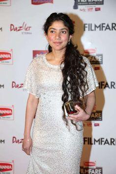 Sai Pallavi Photos At Filmfare Awards 2016 In White Dress