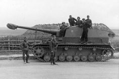 Dicker Max and crew of the Schwere Panzerjager Abteilung 521