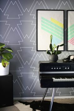 DIY accent wall Easy and cheap! Make a statement wall with paint pens (click through for tutorial) Diy Wand, Vinyl Wallpaper, Bedroom Wallpaper, Wall Design, House Design, Design Hotel, Design Design, Design Ideas, Wall Stencil Patterns