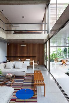 Casa Jardins (Casa 10x38) / CR2 Arquitetura #living #stairs #concrete #lighting #outdoor #yard #backyard #green #patio #terrace
