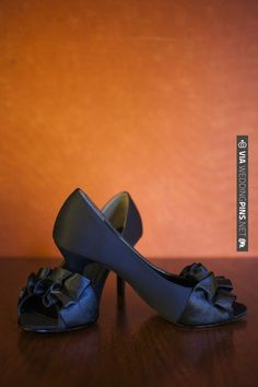 navy blue wedding shoes | CHECK OUT MORE IDEAS AT WEDDINGPINS.NET | #weddingshoes