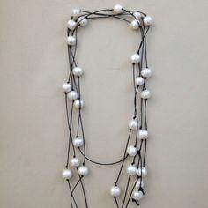 Collar de perlas y cordon