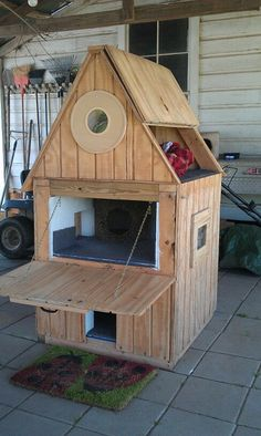 DIY cat house ideas can be made of simple, repurposed materials. These 15 inspirations will help you building cat shelters. Feral Cat Shelter, Feral Cat House, Outdoor Cat Shelter, Outdoor Cats, Feral Cats, Cat Shelters, Cat House Outdoor, Chien Jack Russel, Outside Cat House