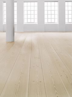 Flooring defines our interior spaces in terms of functionality and performance. Here we defend main hardwood flooring advantages. Wooden Flooring, Kitchen Flooring, Hardwood Floors, Plywood Floors, Flooring Ideas, Light Wooden Floor, White Floorboards, Cherry Kitchen, Dome House