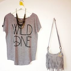 Today we dress gray... Cotton tshirt by Muak, bohemian necklace + leather bag Bohita small gray... Get the look on the shop! www.muak.ch ✌️ Cool!!! #accessories #bohemianstyle #bohochic #bohemianonlineshop #bohemianset #outfit #goodmorning #hippiechic #trendy #grayset #casualoutfit #cottontshirts #design #fashion #femenine #musthave #newarrival #fall #webshop #onlineshop #switzerland #suisse #schweiz #baden