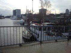 Blick von der Lotsebrücke auf den Lotsekanal im Harburger Binnenhafen. Aus der Reihe #hamburgsbrücken