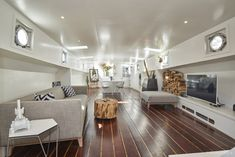 Boasting water sports facilities and a terrace, Luxurious Houseboat in Amsterdam Centre! offers accommodation in Amsterdam with free WiFi and lake.