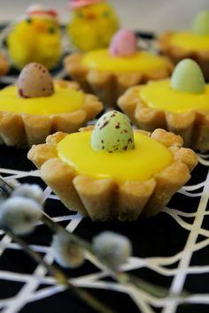 Kakkuviikarin vispailuja!: Pääsiäis-bebet Easter Recipes, Easter Food, Egg Hunt, Scones, Food And Drink, Pudding, Cupcakes, Baking, Breakfast