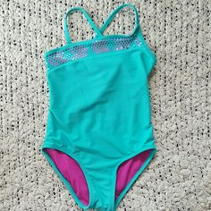 Girls Swim Suit Size 6/6x Girls Swim suite in perfect condition only worn twice last summer. Cute design in front with that is asymmetrical. Xhilaration Swim