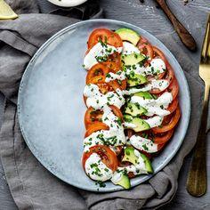 Halvparten grønt   Kampanjer   Bama Falafel, Caprese Salad, Vegetable Pizza, Guacamole, Pesto, Ramen, Vegetables, Food, Chili Con Carne