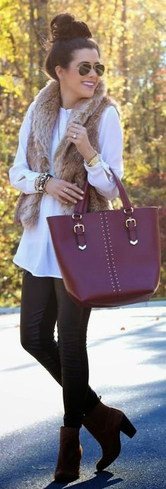 Superb fur jacket, white tee and leggings for winter