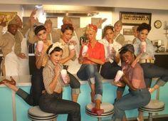Les pin-up´s, icônes des 50/60's, tellement glamour, féminines et libres ! :) Les images parleront d'elles mêmes :) bonus : article à regarder en écoutant la voix magique de Candy Kane