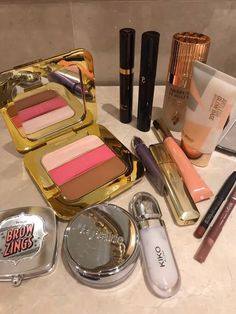Makeup Storage, Makeup Organization, All Things Beauty, Beauty Make Up, Estilo Madison Beer, Perfume, Applis Photo, Cute Makeup, Aesthetic Makeup