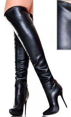 Pin su gambe di donna con calze e stivali lungji