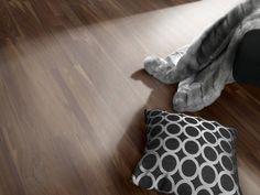 OŘEŠÁK ČERNÝ EVROPSKÝ NATURE OLEJ - Parador Eco Balance třívrstvá dřevěná podlaha plovoucí Throw Pillows, Toss Pillows, Decorative Pillows, Decor Pillows, Scatter Cushions