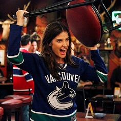 Robin Scherbatsky & Cobie Smulders are a Loyal Canucks Fan Robin Scherbatsky, How I Met Your Mother, Cobie Smulders, Icon Girl, Hockey Girlfriend, Hockey Wife, Robin Photos, One Of The Guys, Vancouver Canucks