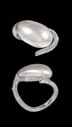 David Morris ring gold diamond pavé white pearl FWP high jewellery