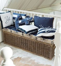 The latest tips and news on beach cottage decor are on house of anaïs. On house of anaïs you will find everything you need on beach cottage decor. Nautical Interior, Nautical Bedroom, Nautical Pillows, Nautical Home, Coastal Cottage, Coastal Homes, Coastal Living, Coastal Decor, Deco Marine