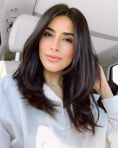 Me all calm on the way to the grocery store to get grape leaves for my Newroz dolma dish VS me when I got there and discovered they're sold… Medium Layered Hair, Medium Hair Cuts, Long Hair Cuts, Medium Hair Styles, Short Hair Styles, Volume Haircut, Hair Volume, Dark Brunette Hair, Short Dark Hair