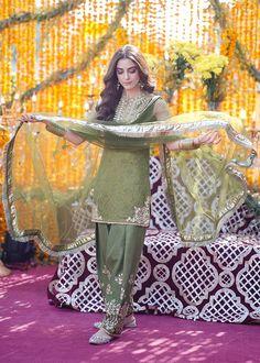 Pakistani Street Style, Pakistani Fashion Casual, Pakistani Dresses Casual, Diwali Dresses, Pakistani Dresses Online, Indian Dresses, Desi Wedding Dresses, Party Wear Dresses, Bridal Dresses