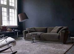 Dark wall and dark couch by B&B Italia