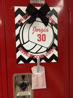 Locker Signs from The Graphic Edge.Volleyball Locker Signs from The Graphic Edge. Volleyball Locker Decorations, Volleyball Crafts, Volleyball Party, Volleyball Team Gifts, Volleyball Outfits, Cheerleading Gifts, Volleyball Drills, Coaching Volleyball, Volleyball Locker Signs